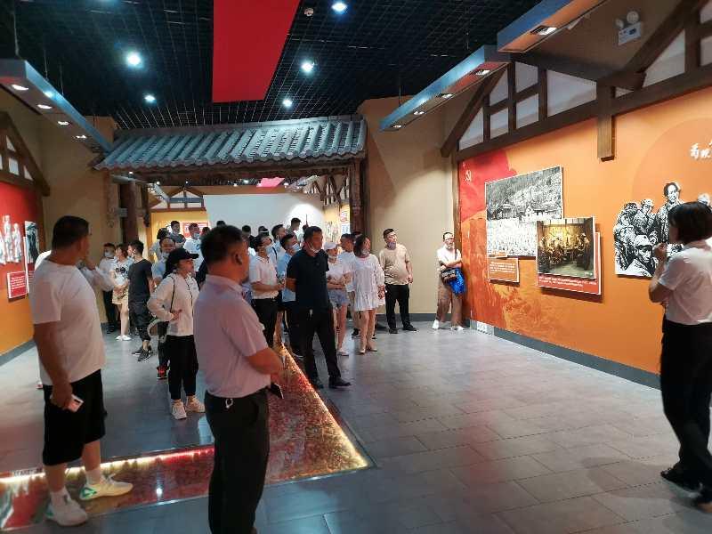 yabo23湘江地产公司主题党日活动暨团建活动在苟坝举行